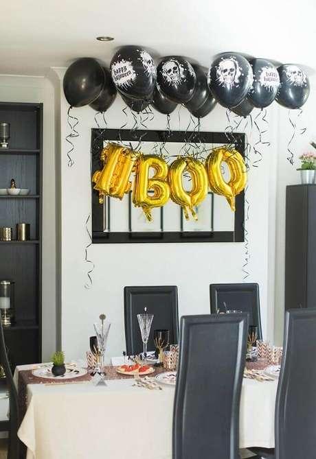 24. Os balões em formatos de letra também podem fazer parte da decoração para Halloween – Foto: Pinterest
