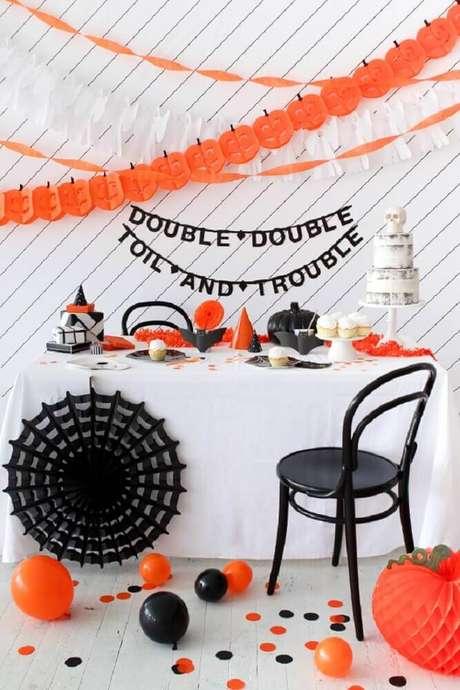26. Preto e laranja são as cores mais usadas para decoração de Halloween – Foto: Pinterest