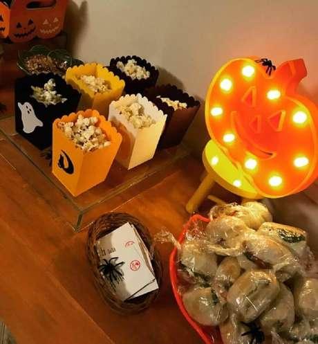 29. No mercado é possível encontrar diversos artigos que podem incrementar a decoração de Halloween – Foto: Cerejeira Eventos