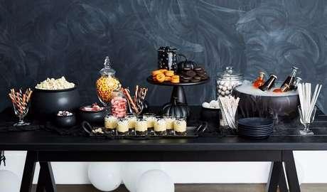 31. Ideia de decoração para mesa de festa de Halloween – Foto: Popsugar