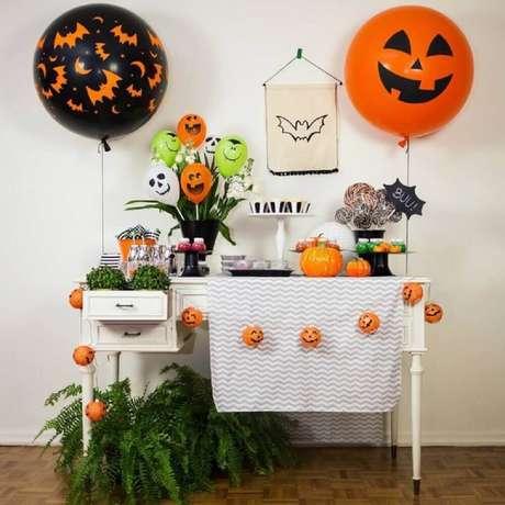 33. Vasos com plantas e folhagens também deixam um toque super bonito na decoração para Halloween – Foto: Festeirice