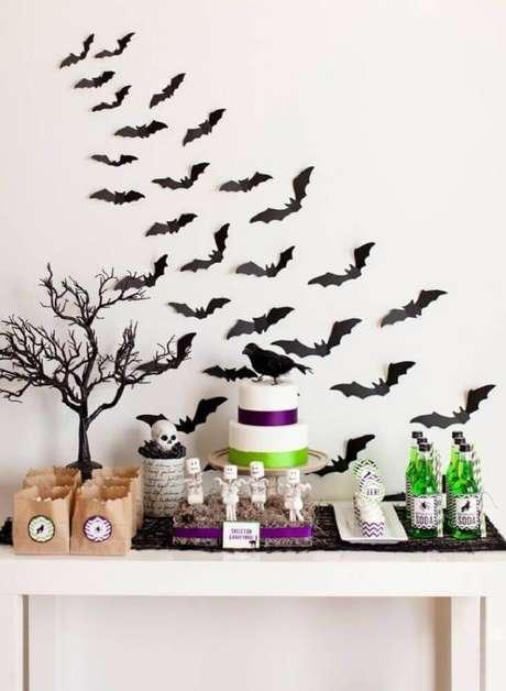 41. A festa de Halloween também pode ter uma decoração mais clean e clara – Foto: Dino Planet