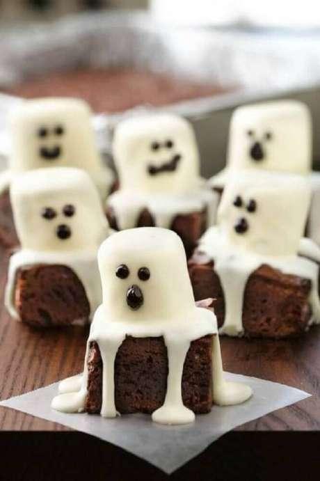 43. As comidinhas para festa de Halloween também podem e devem ser personalizadas para deixar a decoração ainda mais especial – Foto: Fustany