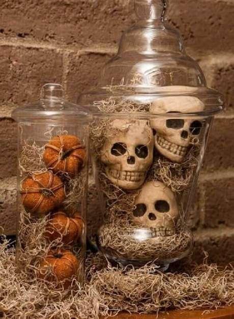 46. Os enfeites de Halloween fazem toda a diferença na decoração – Foto: Art Van Blog