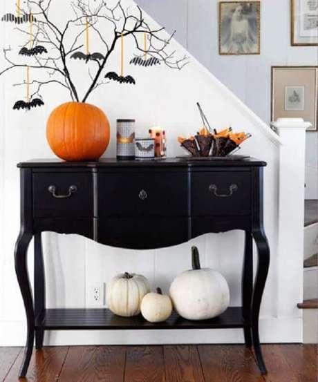 49. Pendure morceguinhos em galhos secos para fazer a decoração da festa de Halloween – Foto: Belle & Boo