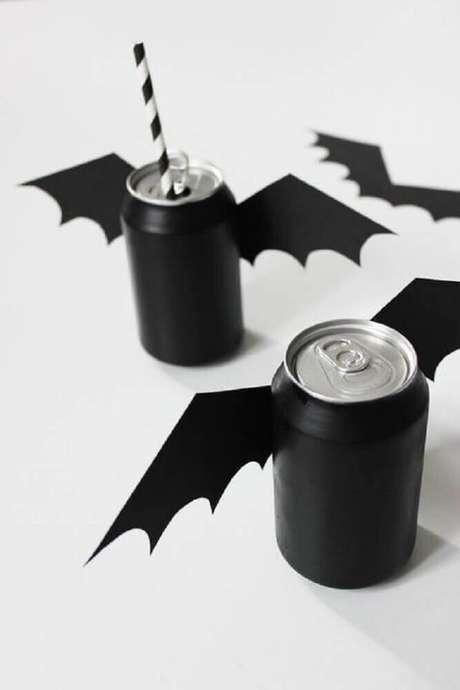 50. Você também pode personalizar as latinhas de refrigerantes para a festa de Halloween – Foto: Pinterest