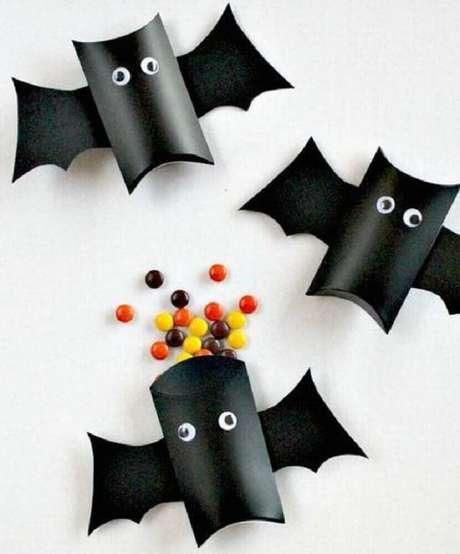 60. Há diversas formas de fazer lembrancinhas de Halloween – Foto: Mommo Design