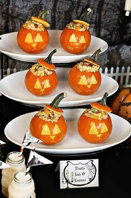 62. Mini abóboras também são presença garantida na decoração de festa de Halloween – Foto: The Hopeless Housewife