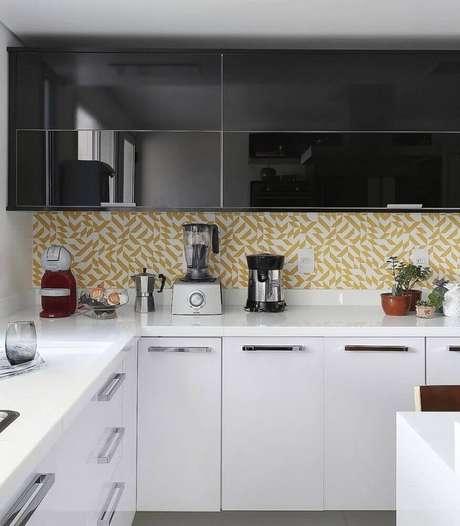 42. Utilize revestimento para cozinha com tons de amarelo, assim ela fica mais alegre e colorida