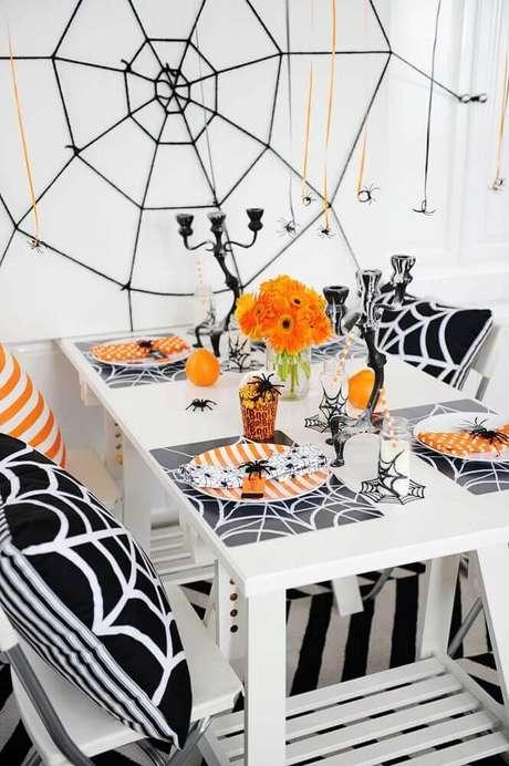 69. Você também pode reproduzir teias de aranhas para a decoração de Halloween – Foto: Notey