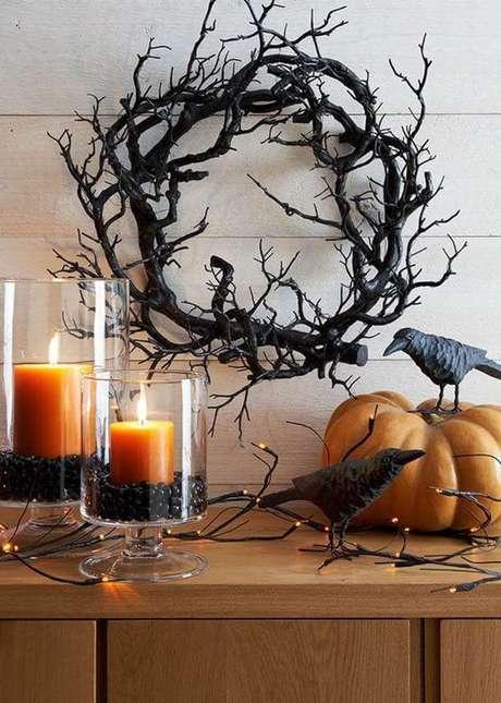 72. Velas, galhos secos e abóbora para decoração de dia das bruxas – Foto: Anita Yokota