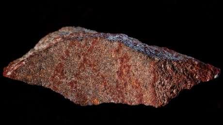 O desenho mais antigo de que se tem notícia, datado de 73 mil anos atrás, evidencia nossa busca por padrões, diz historiador