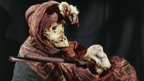 """Múmias de algumas culturas """"conviviam"""" com os vivos, evidenciando o paralelismo entre esses dois mundos"""