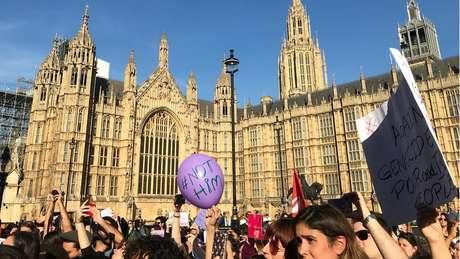 Manifestantes se reuniram em Londres e outras cidades da Europa, como Paris e Lisboa, contra Bolsonaro