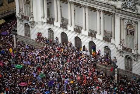 Mulheres foram às ruas na Cinelândia, no Rio de Janeiro; outros atos foram registrados em 114 cidades