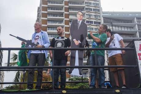 Apoiadores de Bolsonaro participam de ato em Copacabana