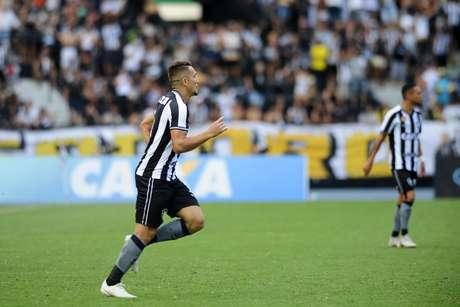 Jean comemora gol do Botafogo