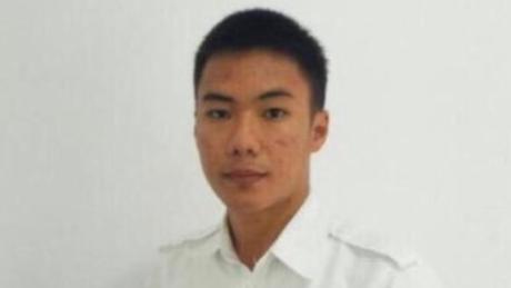 Anthonius Gunawan Agung, de 21 anos, se recusou a deixar seu posto na torre de controle até que avião decolasse em segurança