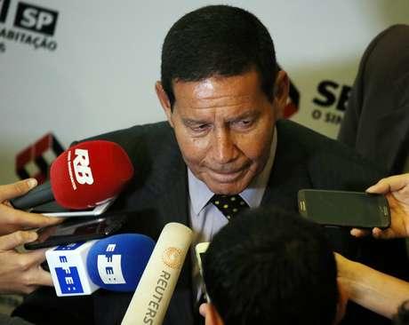 Candidato a vice-presidente na chapa de Jair Bolsonaro (PSL), general da reserva Hamilton Mourão, dá entrevista em São Paulo 17/09/2018 REUTERS/Paulo Whitaker