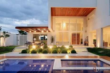 50. Casa moderna com piscina pequena de adulto e infantil. Projeto de Studio Gilson Barbosa