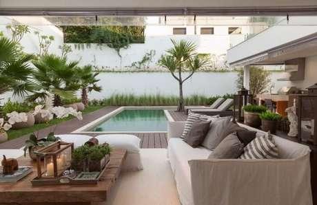 9. Essa varanda com piscina em L é o sonho de muita gente. Projeto de Ar Arquitetura