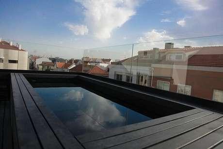 13. Piscina pequena no terraço com vista para outras casas