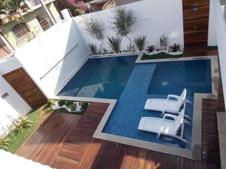 4. Uma ideia funcional pode ser usar mais de uma piscina pequena no seu projeto, caso você tenha mais espaço disponível