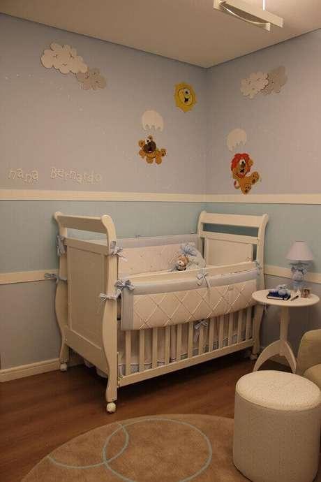 23- A decoração do quarto de bebê masculino tem aplicação de bichinhos nas paredes. Projeto: Helaine Goes Pinterich