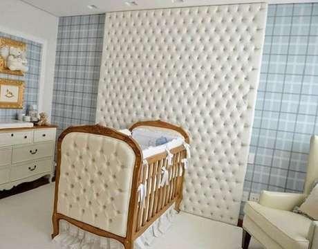 5- A decoração de quarto de bebê masculino tem móveis em estilo clássico. Projeto: Ellen Novaes