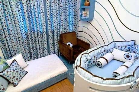 26- O tema na decoração de quarto de bebê menino foi o futebol. Projeto: Maria Claudia Nassar