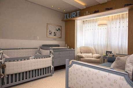 27- A moldura e o cortineiro é um dos destaques na decoração de quarto de bebê masculino. Fonte: Pisos Paraná