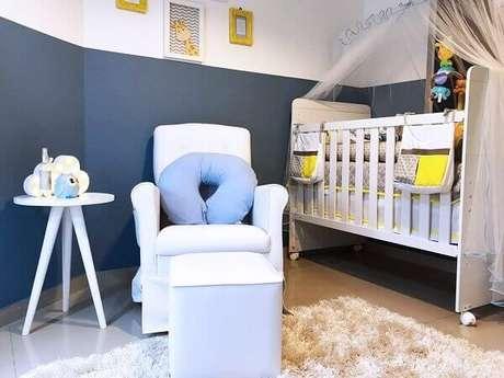 41- Na decoração de quarto de bebê masculino foram utilizados dois tons diferentes da cor azul. Projeto: MODI Arquitetura e Interiores