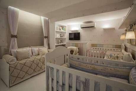 62- Quarto de bebê menino compartilhado com a irmã gêmea tem estrutura em Drywall dividindo os ambientes. Projeto: Mayara Márcia