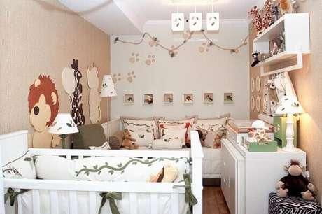 64- O tema de selva foi especialmente escolhido para a decoração de quarto de bebê masculino simples. Fonte: Ingasilbergbook