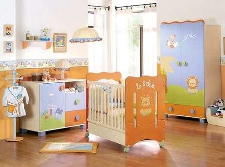 34- Decoração de quarto de bebê masculino com móveis personalizados. Fonte: Pinterest