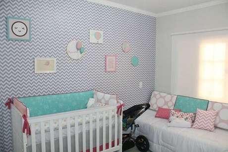 6- Na decoração com papel de parede para quarto de bebê masculino foi utilizado tons neutros. Fonte: Pinterest