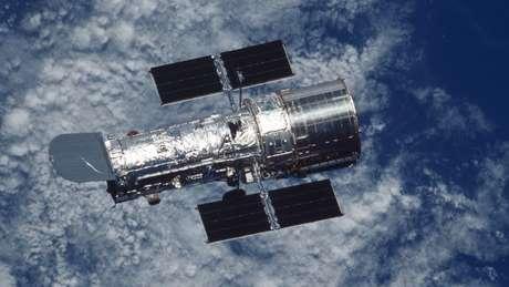 O Hubble orbita a Terra a uma altura de 593 km sobre o nível do mar