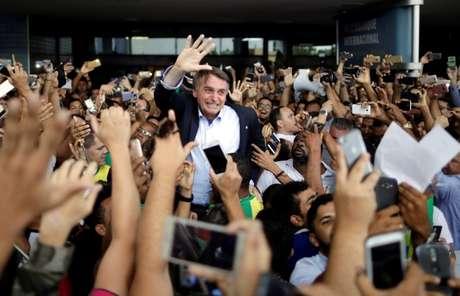 Candidato do PSL à Presidência, Jair Bolsonaro, chega ao aeroporto internacional de Salvador, em maio 24/05/2018 REUTERS/Ueslei Marcelino