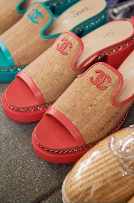 Alguns sapatos eram de cortiça (Foto: Reprodução/Chanel)