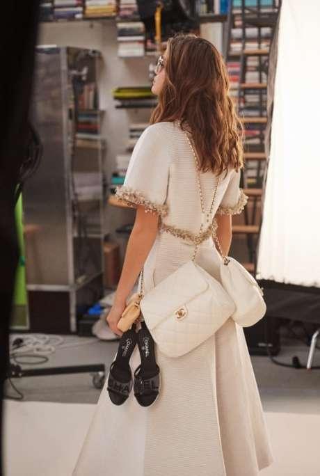 Utlilitário, duas bolsas no mesmo look (Foto: Reprodução/Chanel)