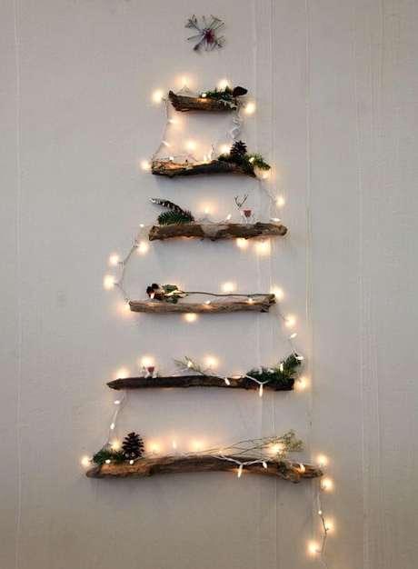 11. Árvore de natal rústica feita com galhos de árvore. Foto de Tudo Interessante