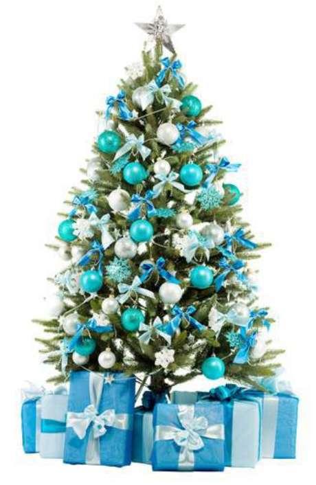 63. Árvore toda enfeitada com uma decoração de tons de azul