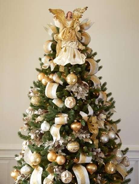 2. Cada detalhe da decoração da árvore de natal pode ser decidido em conjunto com a sua família. Foto de Art Stage