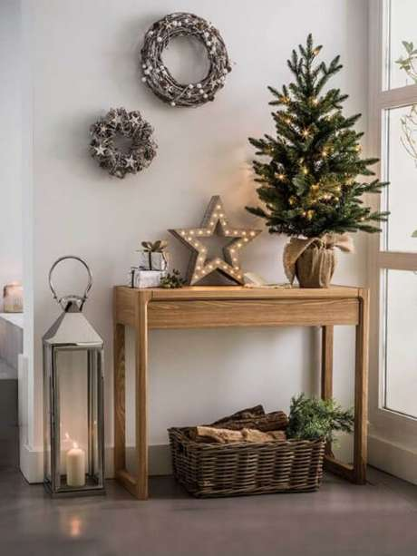 38. Árvore de natal com luzinhas douradas. Foto de Loving It
