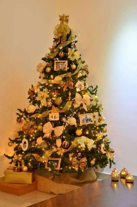 34.Você pode usar retratos de família para montar uma árvorede natalbem personalizada