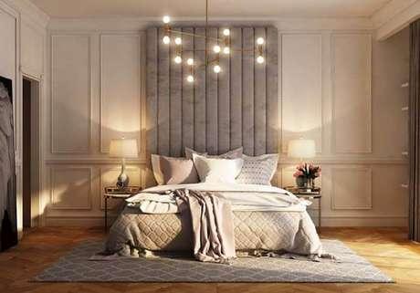 17. Na decoração de quarto o boiserie é comumente mais usado na parede da cabeceira – Foto: Pinterest