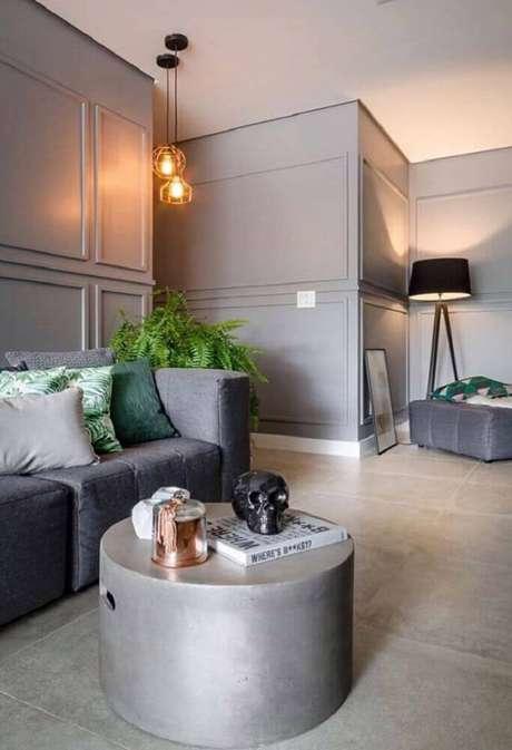 26. Casa moderna decorada com boiseries pintados de cinza e luminária minimalista – Foto: Pinterest