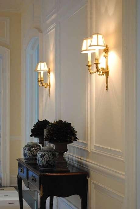 28. A parede com boiserie é perfeita para ambientes mais clássicos – Foto: Pinterest