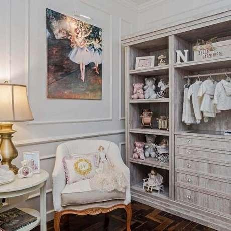 29. O boiserie também pode ser usado para a decoração do quarto de bebê – Foto: Janaina Macedo Interiores