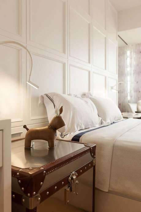 31. Decoração clean para quarto com moldura de parede – Foto: Interior Design Ideas